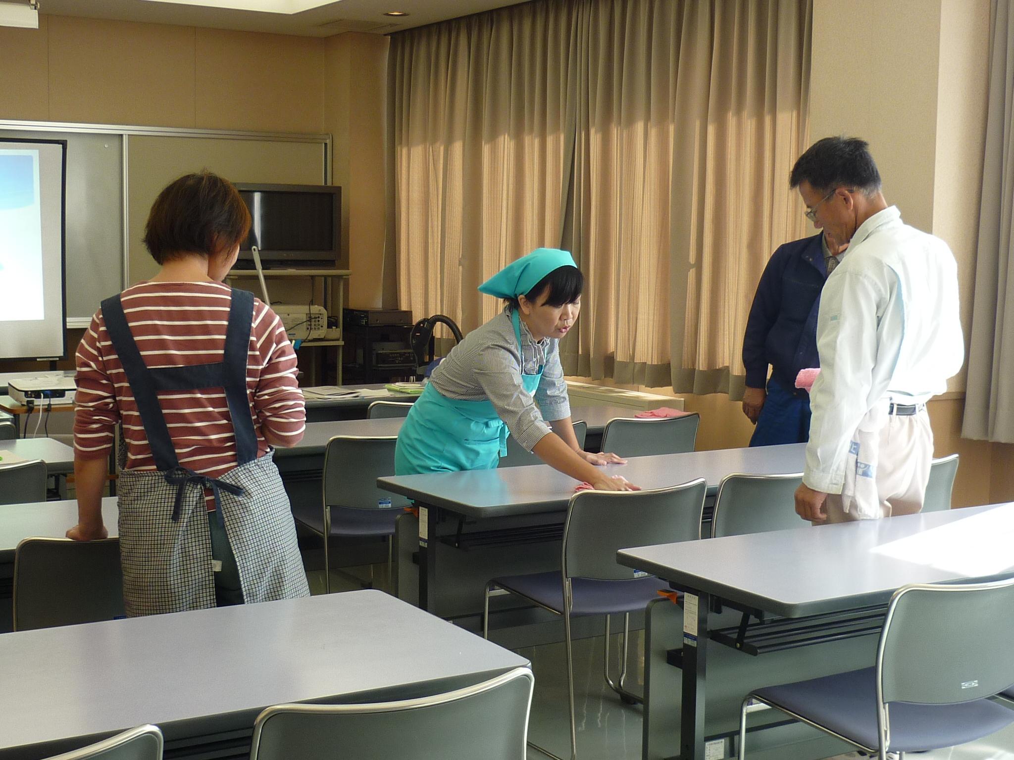 シニアワークプログラム事業・職業体験実習「ハウスクリーニング講習(小矢部)」2日目写真3